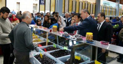 Japon Büyükelçi halk pazarına inince…
