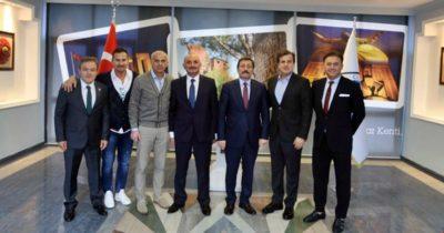 Efsane futbolculardan Tavlı'ya ziyaret