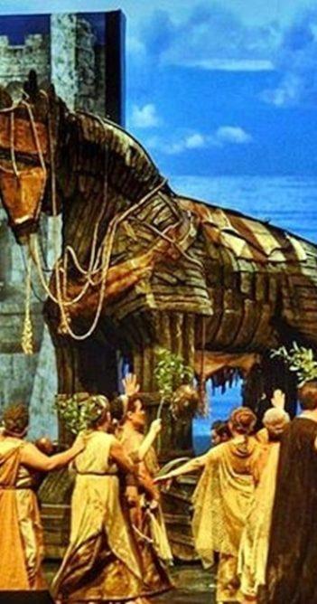 Troya'dan görkemli dünya prömiyeri