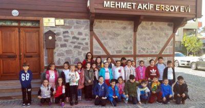 Miniklerden Mehmet Akif'e ziyaret