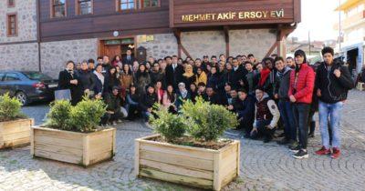 Öğrencilerden Mehmet Akif'e ziyaret