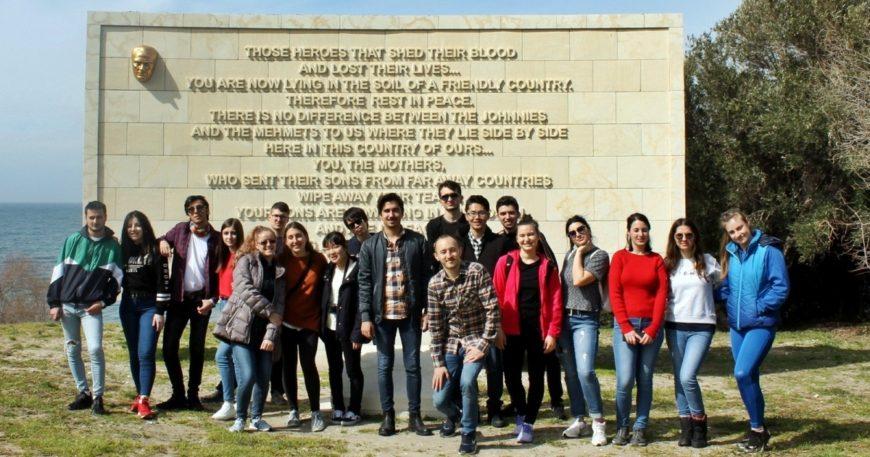 Erasmus öğrencileri şehitliği gezdi
