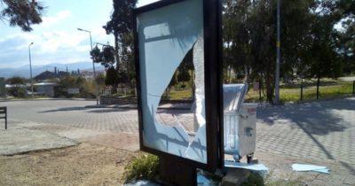 Borçların yer aldığı billboardlar tahrip edildi