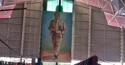 Atatürk posteri yeniden pazar yerinde