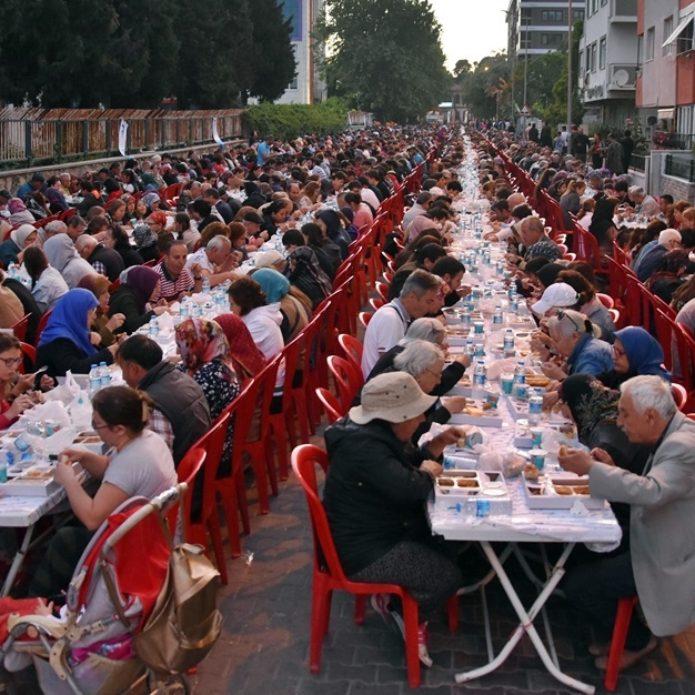 Cevatpaşa'da dev iftar sofrası