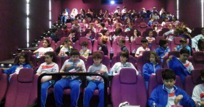 Öğrenciler Pikachu'yu izledi
