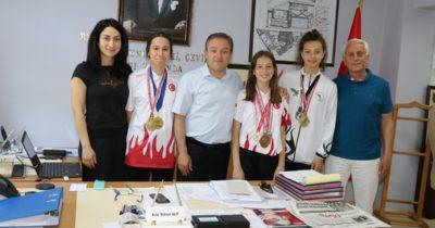 Şampiyon taekwondocular ödüllendirdi