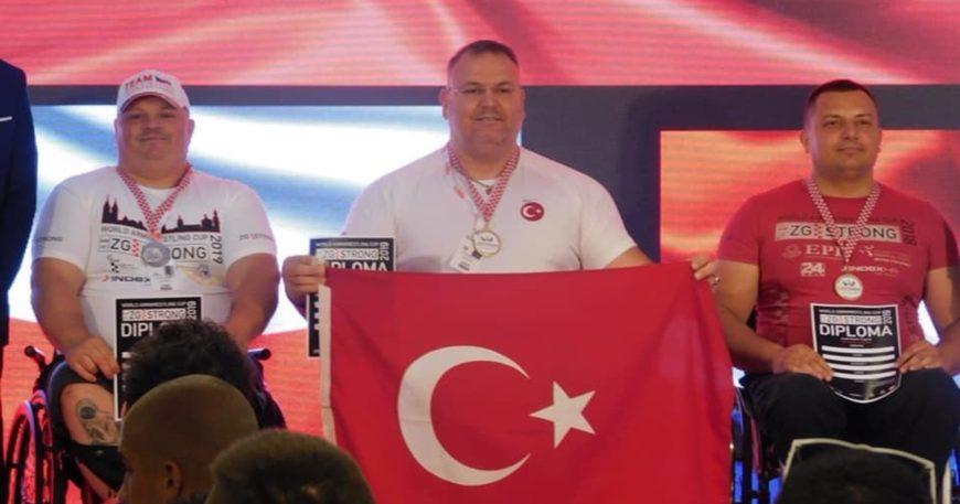 Yine, yeniden Dünya Şampiyonu (VİDEO)