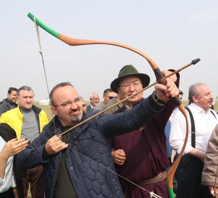 Bülent Turan at bindi, ok attı, Moğol çadırında yattı