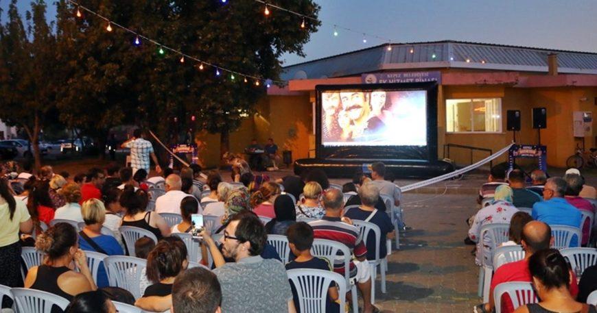 Kepez'de açık hava sinema keyfi