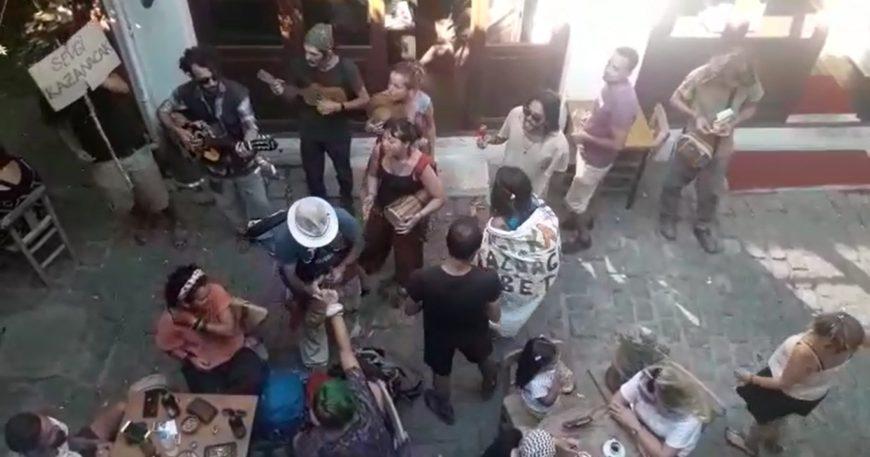Çevrecilerden müzikli eylem (Video)