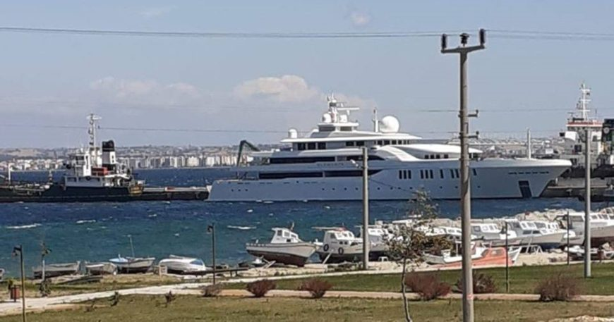 Kepez Limanı'nda gizemli tekne
