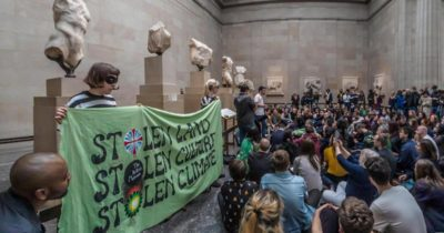 Troya sergisine çevrecilerden protesto