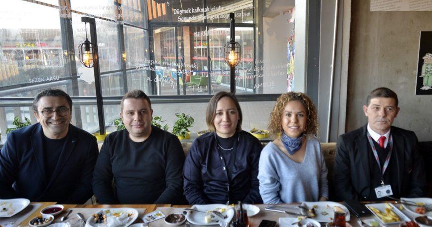 AVM'den gazetecilere kahvaltı