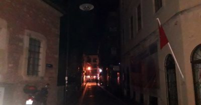 Fetvane Sokak Zifiri Karanlık