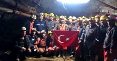 """Madencilerden şehitlere selam """"Ezanlar Dinmez, Bayrak İnmez, Şehitler Ölmez"""""""