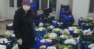 Bozcaada'da halk pazarı evlere geldi