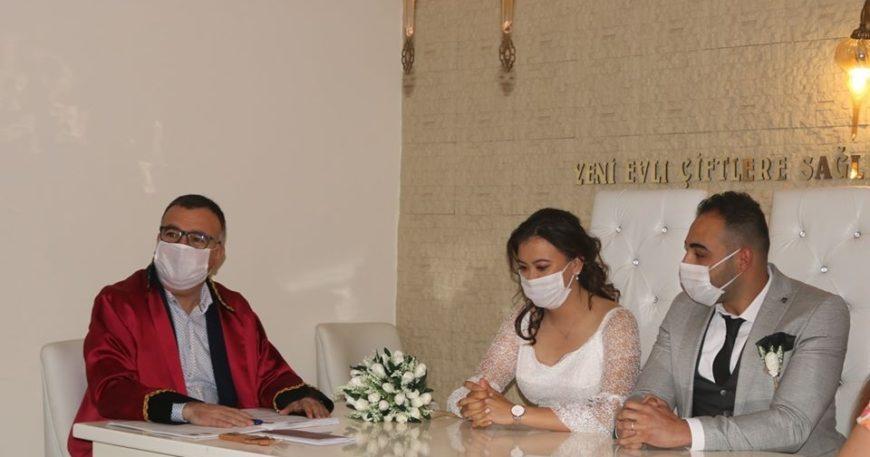 Arslan genç çiftin nikahını kıydı