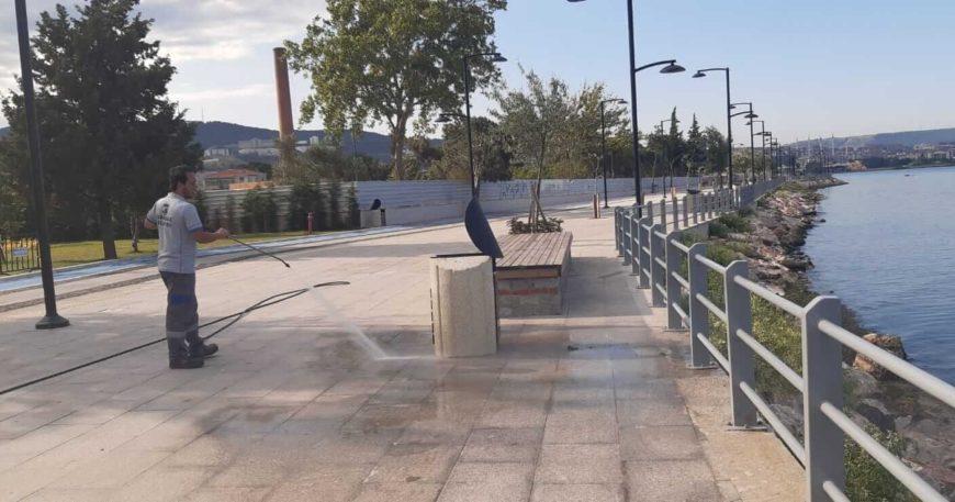 Belediye ekipleri şehri temizledi