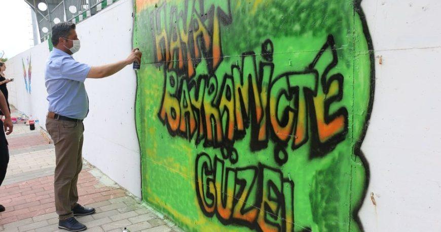 Mert Uygun graffiti yaptı