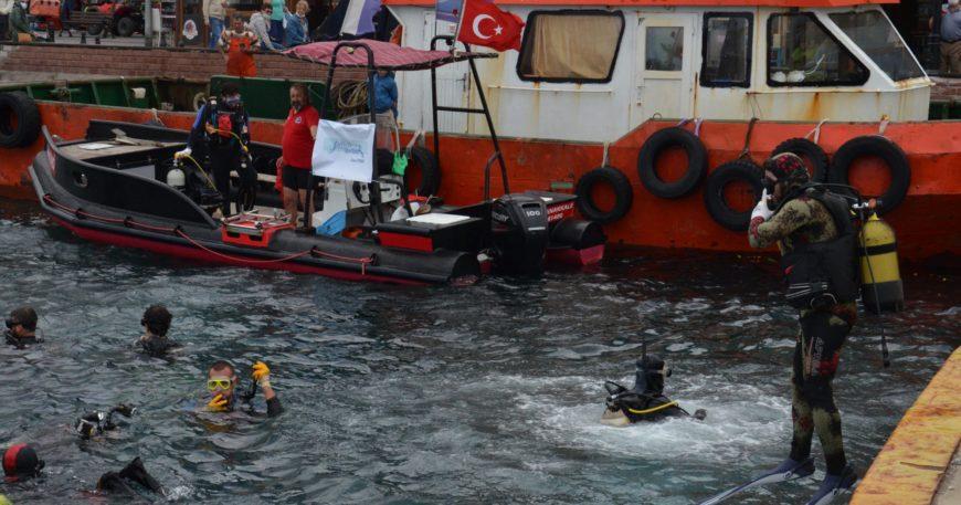 Denizdeki katı atıklar çıkarıldı (Video Haber)