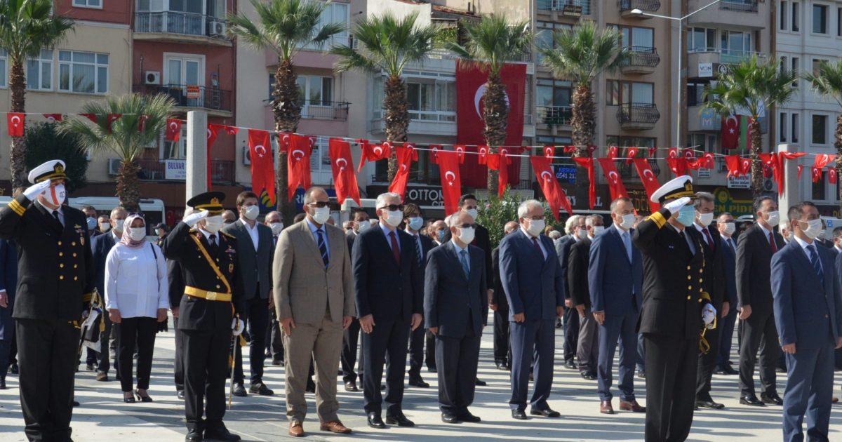 Cumhuriyet Bayramı çelenk töreni yapıldı