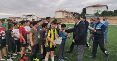 Geyikli Belediyespor'a forma ve eşofman desteği