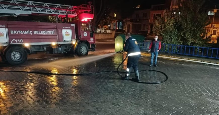Bayramiç Belediyesi sokakları dezenfekte etti
