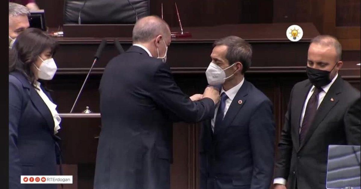 Nejat Önder'in rozetini Cumhurbaşkanı Erdoğan taktı (videolu haber)
