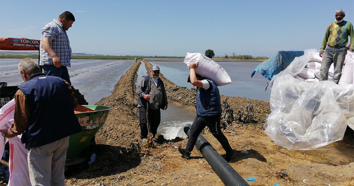"""Çiftçiler zor durumda:""""Pantolonumuza kadar ipotekliyiz"""" (videolu haber)"""