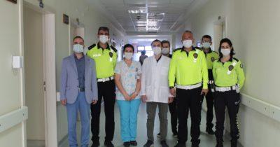 Hastanede yatan çocuklara sürpriz