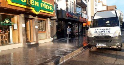 Sokak ve caddeler yıkandı
