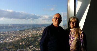 Duayen gazeteci 53. evlilik yıldönümünü kutladı