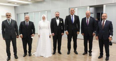Düğünde bir araya geldiler