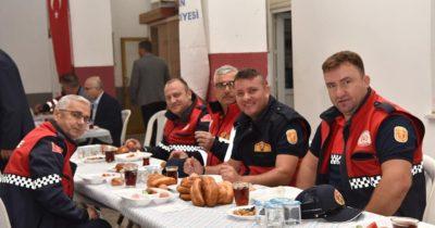 İtfaiyeciler ile kahvaltıda buluştu